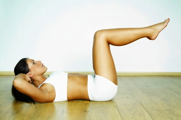 ダイエット中の腹筋は効果的!ペタンコお腹を3ステップで作る方法